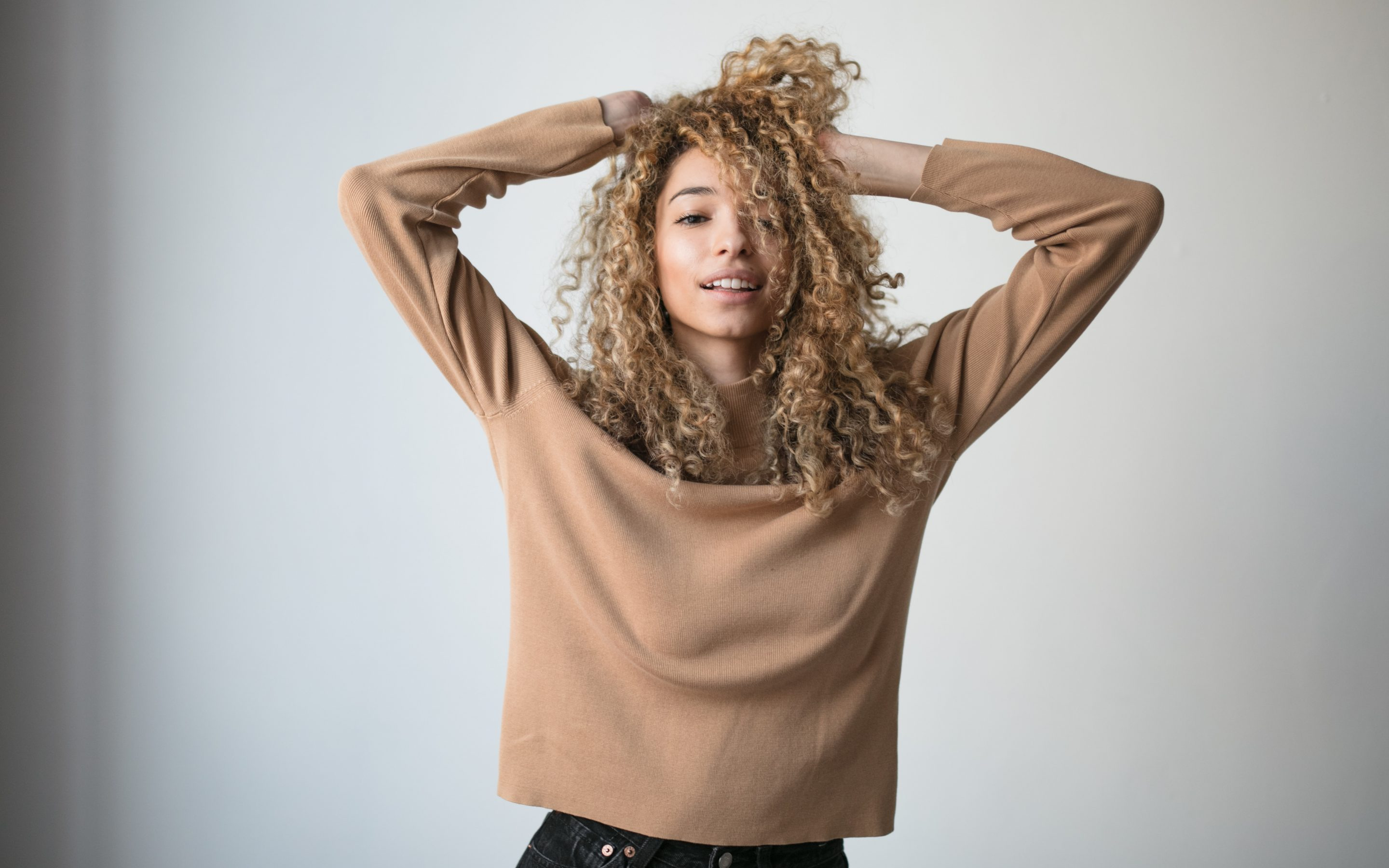 Tips and Tricks to Look After Naturally Curly Hair
